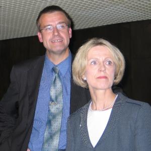 Wilfried Klein und OB Bärbel Dieckmann stellen sich nach der Wahl der Presse