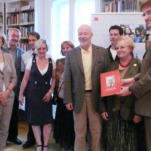 Preisträger mit dem Vorstand von Sterntaler , Oberbürgermeisterin Bärbel Dieckmann und Wilfred Klein